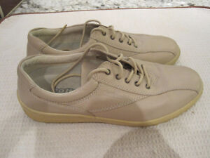 """Leather Shoes, """"Hotter Comfort"""", Size 10"""