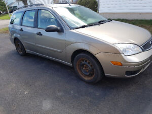 2005 Ford Focus ZXW Wagon- Leather Seats/ Sunroof!