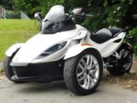14/14 CAN-AM SPYDER ROADSTER SE5 SEMI AUTO TRIKE WITH 4,000 MILES