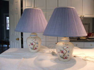 PAIR of MATCHING TRI-LITE TABLE LAMPS  2/$25 Ex.Condition