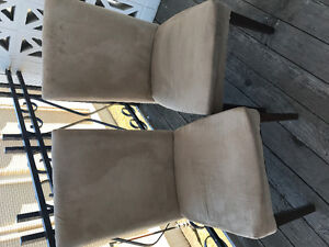I 2 Beige dining chairs