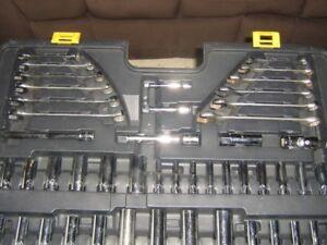 mastercraft wrench/ socket set