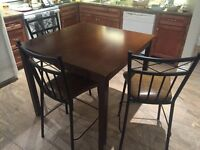 Pub Height Bar Table with stools