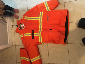 Selling two construction winter coats that are both brand new fr