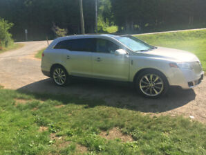 2011 Lincoln MKT 6 Seater