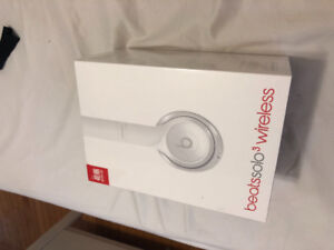 White Beats By Dre Wireless Solo3 Headphones For Sale!