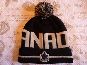 New Authentic ROOTS CANADA Toque/Winter Hat Chocolate/Cream