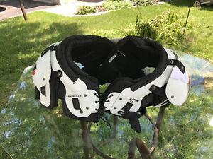 Youth xl shoulder pads