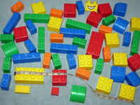 EXTRA LARGE BRIGHT COlOURED LEGO BRICKS pick up THORNGUMBALD