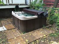 4 Season Jacuzzi. Stereo and speakers with LED lights !!