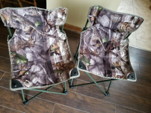 2 Foldable picnic chairs for sale - good condition
