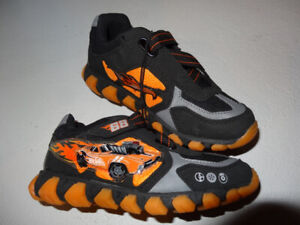 Boys' running shoes, size 2 for children (New)