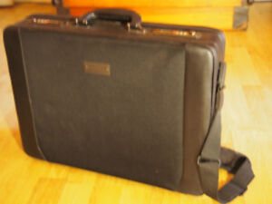 Lap top Briefcase (Targus). Attaché case Targus pour Lap top