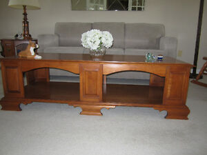 Roxton coffee table set