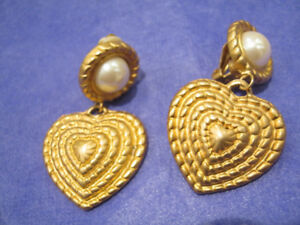 Gorgeous Clip-on Earrings w/ Brushed gold heart -NEW