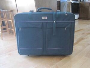 Belle valise verte / Great green luggage
