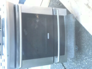 Like new Electrolux 4 burner gas stove slide in model