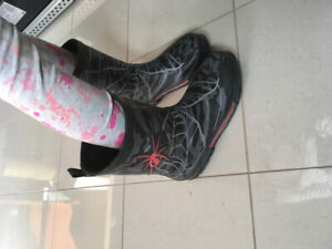 Spider web rubber boots