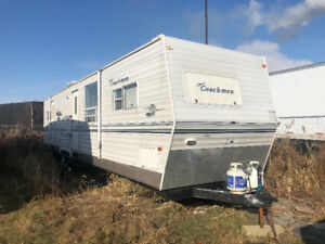 2005 coachmen 39FT 2 slides $9,500