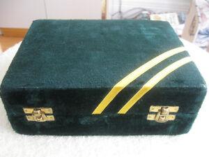 CLASSY LITTLE GREEN VELVET-COVERED JEWLERY BOX