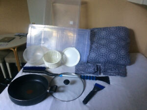 Moving out sale ( duvet, pillow, bed linen, tefal pot, boxes,..)