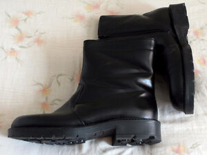 Brand New Men's Winter Boots, Black, Size 9, Made in Canada