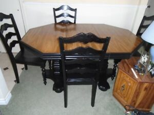 Double pedestal table and 4 chairs