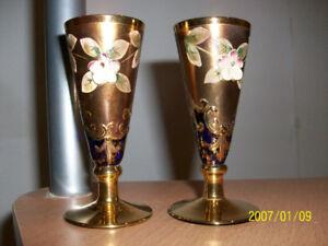 Deux verres à pied (flûtes) EN CRISTAL DE BOHEME, neufs,'70