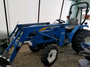 35 HP NEW HOLLAND DEISEL 4WD TRACTOR WITH LOADER