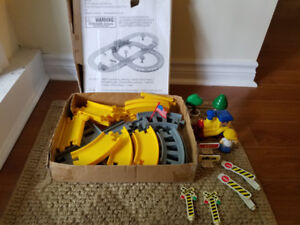 36 pc  MOTORIZED TRAIN SET