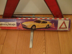 VINTAGE METAL AUTO SAFETY REFLECTING TRIANGLE [BOXED]