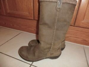Leather Waterproof UGGS Size 8