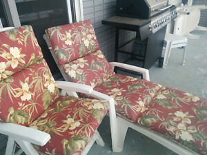 Patio set table, 3 chaise lounges, 2 adjustable chairs, umbrella