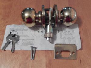 Used lockset with keys.