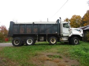 clean solid 2004 international dump truck