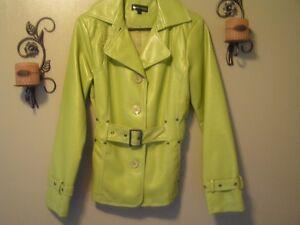Tres beau manteau imitation de cuir pour femme , NEUF