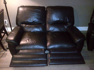 **FOR SALE | 3-Piece Leather Recliner Sofa Set ! London Ontario image 5