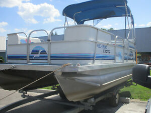 2001 18' SUNPARTY PONTOON BOAT