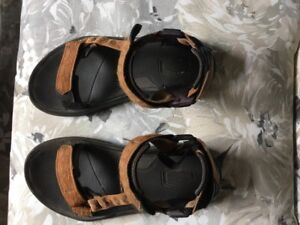 Teva's - GOOD CONDITION