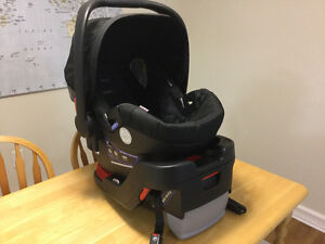 Britax B-Safe 35 infant car seat and base