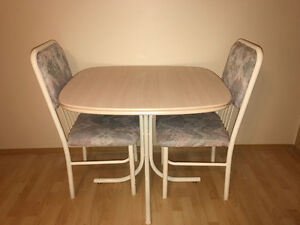 Small 3 piece table and chair set - Dinette