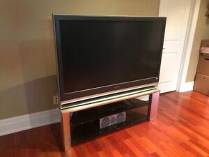 Sony Grand WEGA KDF-55E2000 55-inch 3LCD Rear Projection TV