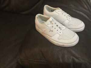 toddler Puma runners size 11