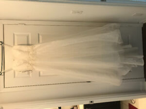 Beautiful White David's Bridal Wedding Dress for Sale Size 4
