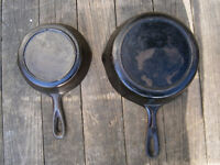 Vintage Unmarked Lodge Cast Iron skillet No. 3 and 5