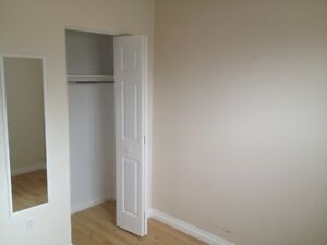 Large Room for Rent **Student**  Close to University/College