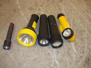 6 lampes de poche à vendre $1 dollar chaque.
