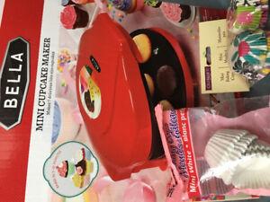 Bella Mini Cupcake Maker: Red (includes 200 mini cupcake liners)