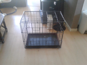 METAL DOG KENNEL !!!  NEED GONE !!!