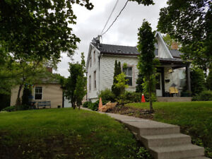 1 bedroom house close to downtown. April 1. $1250